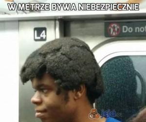 W metrze bywa niebezpiecznie