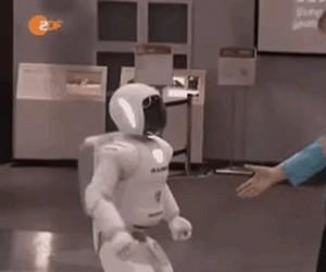 Asimo, robot o stalowych jajach