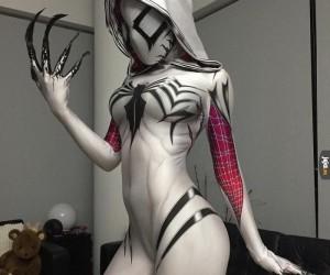 Kobiecy cosplay spidermana