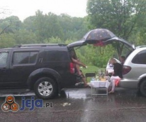 Piknik w deszczu