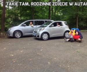 Takie tam, rodzinne zdjęcie w autach