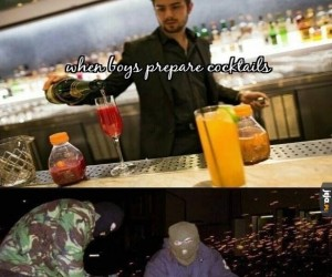 Kiedy chłopcy przygotowują koktajle