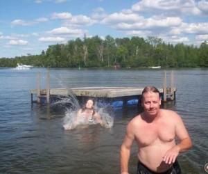Dziwne zdjęcia rodzinne - nad jeziorem