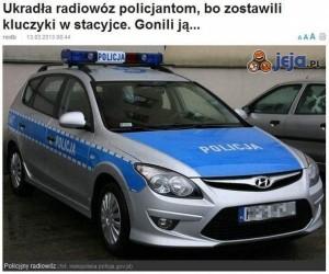 Ukradła radiowóz policjantom...