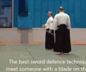 Jak reagować na gościa z mieczem