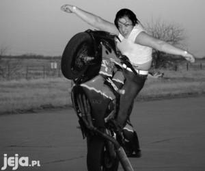 Mosh Girl na motorze