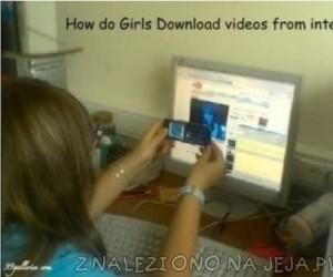 Jak dziewczyny ściągają filmy z Internetu