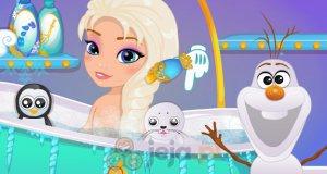 Elsa pod prysznicem