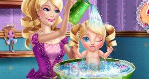 Barbie myje dziecko