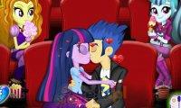 Flash i Twilight całują się