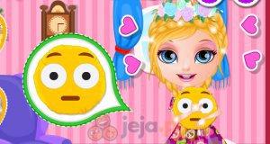 Mała Barbie i poduszka Emoji