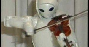 Robot gra na skrzypcach