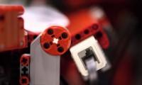 Fabryka papierowych samolotów złożona z Lego