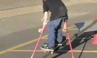 Niepełnosprawny skejt