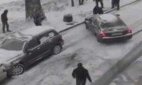 Ruski superman ratuje samochody