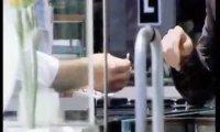 Derren Brown - płacąc papierem