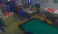 Nietypowy ochroniarz w salonie gier