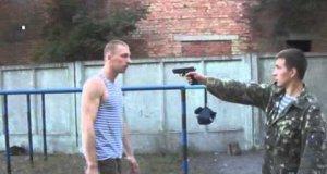Jak obronić się przed uzbrojonym facetem?