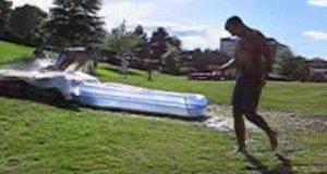 Zjeżdżalnią do baseniku