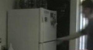 Koleś w lodówce