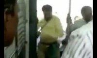 Jak walczy się o miejsce siedzące w indyjskim pociągu