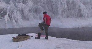 Kąpiel w Rosji przy temperaturze powietrza -52*C