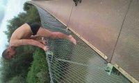 Bolek skacze do wody