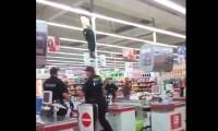 Kaskader w supermarkecie