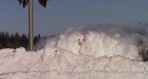 Kanadyjski pociąg pruje przez śnieg