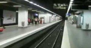 Niebezpieczny skok w metrze