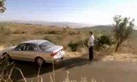 Odjeżdżający samochód