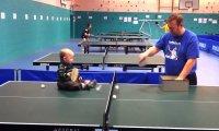 Oto przyszły mistrz ping-ponga