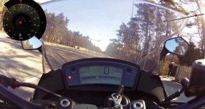 Motocyklista ratuje życie małych dzieci