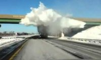 Śnieżna bomba na ciężarówce