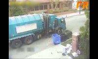 Śmieciarka zrzygała się od śmieci