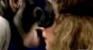 Ukryta kamera - pocałunek szympansa