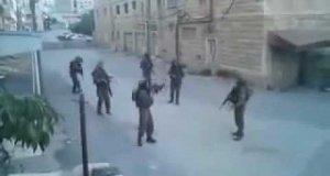 Izraelscy żołnierze tańczą