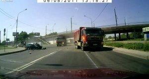 Bliskie spotkanie z ciężarówką