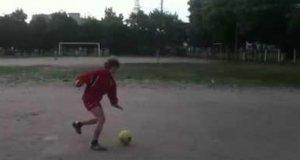 Młody piłkarski snajper