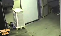Lot magazyniera nad paletą