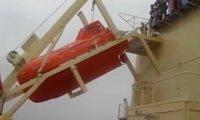 Salto z szalupą ratunkową