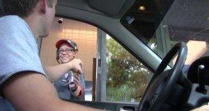 Lód w wafelku z McDonalds