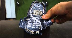 Zgniatanie Nokii 3310 za pomocą prasy hydraulicznej