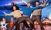 Grupa staruszków w brytyjskim