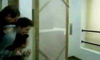 Ściana za drzwiami