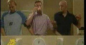 W męskiej toalecie