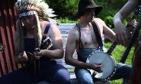 Iron Maiden grane na banjo i tarce