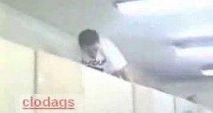 Ukryta kamera - wąż w łazience