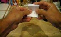 Otwieranie piwa za pomocą papieru