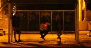 Snajper polujący na przystanku